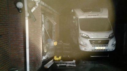 Garage uitgebrand, motorhome loopt schade op