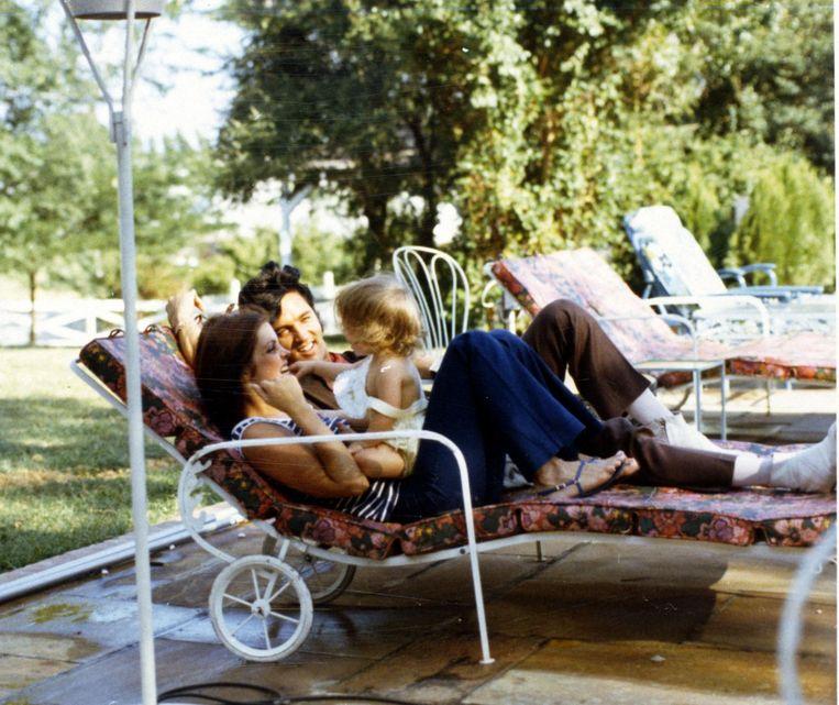 Elvis, Priscilla en dochter Lisa Marie, geboren in 1968. Beeld Magma Agency