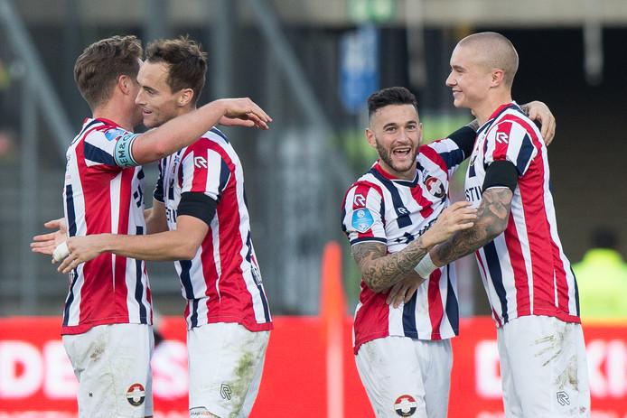Vreugde bij Willem II. Jordens Peters, Freek Heerkens, Pol Llonch en Sebastian Holmen (vlnr) vieren de overwinning op PSV.
