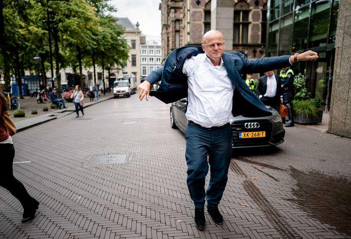 Minister Ferd Grapperhaus van Justitie en Veiligheid (CDA) komt vrijdag aan op het Binnenhof.