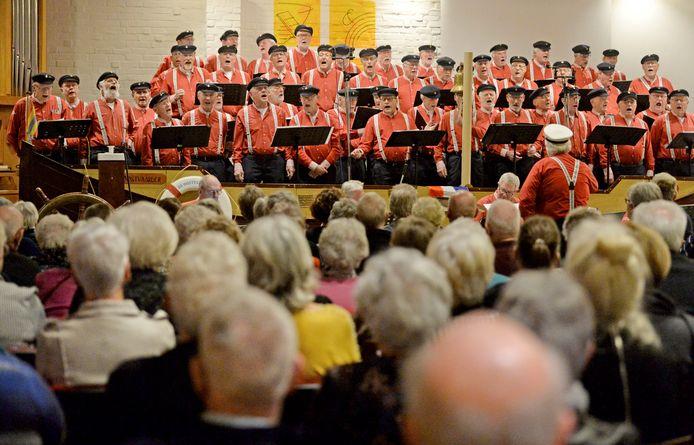 Het shantykoor De Oostvaarders tijdens het nieuwjaarsconcert in januari. Zondag zoeken de heren de kerstentourage op en zingen ze in de Grote Kerk samen met het Russisch Vocaal Ensemble.