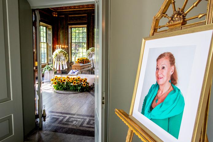 De koninklijke familie neemt vandaag bij Paleis Noordeinde afscheid van prinses Christina