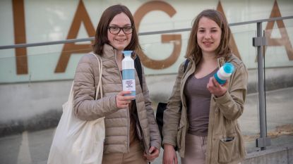 Mariagaard drinkt water uit herbruikbare flessen