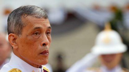 De Thaise koning wordt na 2,5 jaar eindelijk gekroond. Waarom duurde dat zo lang?
