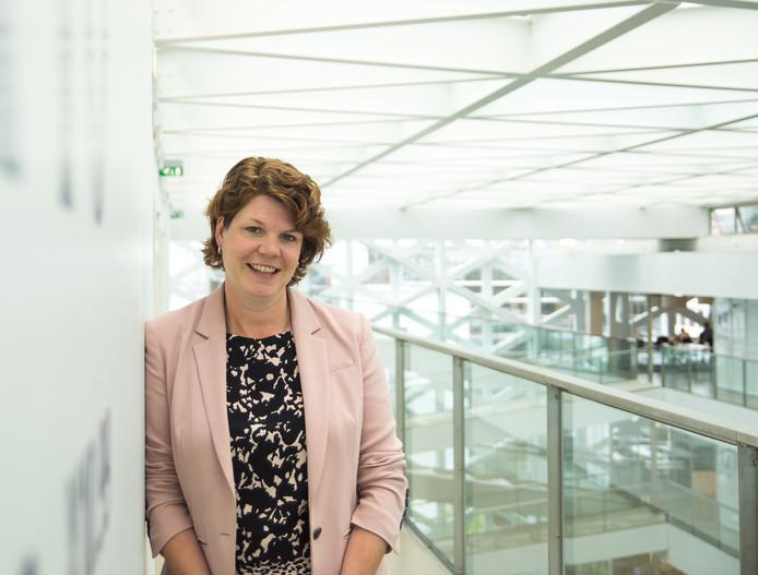 """Ilse Matser, lector Familiebedrijven bij Hogeschool Windesheim en directeur Landelijk Expertisecentrum Familiebedrijven: ,,Als je online winkelt, doe dat dan niet bij Alibaba maar bij de lokale ondernemer."""""""