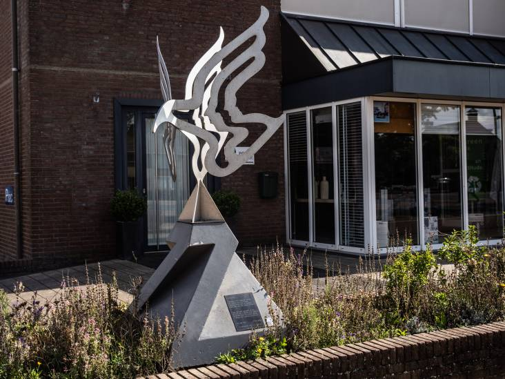 Dit beeld in Zetten is een eerbetoon aan de moeder van Hennie: 'Ze was een vrome, katholieke vrouw'
