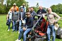 Giovanni van Bronckhorst neemt afscheid van zijn technische staf in Twente. Met buggy's door Twente. Op de foto l;angs de Beuningerstrat in De Lutte.