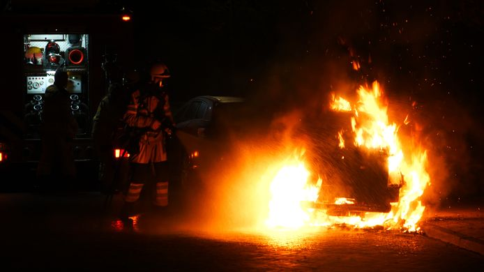 De auto ging volledig in vlammen op