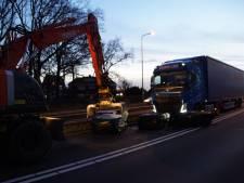 Vrachtwagen verliest lading, verkeersopstopping in Hasselt