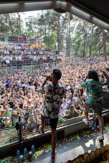 Festivalgangers vieren feest op zonovergoten Dauwpop