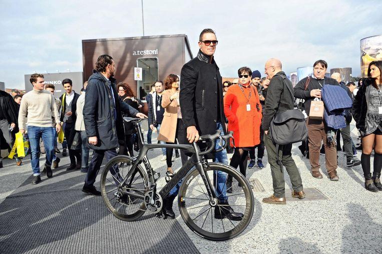 Mario Cipollini tijdens de modeweek in Milaan Beeld anp