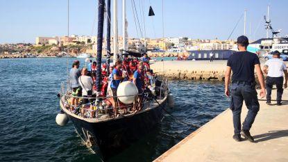 """Schip Italiaanse ngo ondanks verbod aangemeerd in Lampedusa: """"Niemand mag van het schip"""""""