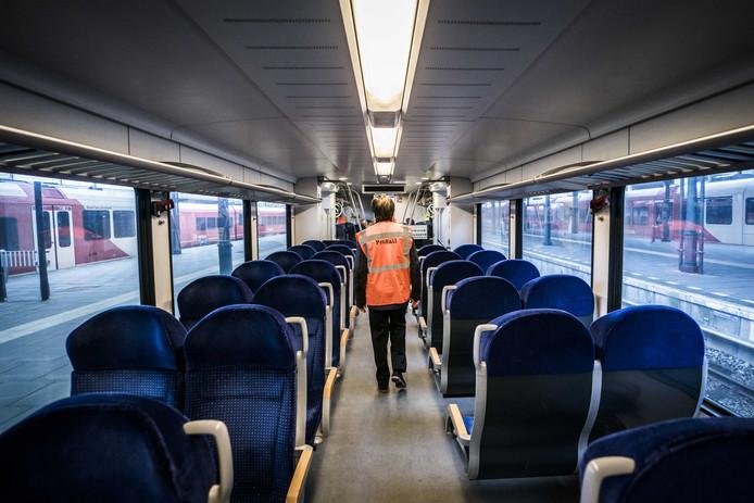 Spoorbeheerder ProRail start een proef met een zelfrijdende trein op het traject tussen Groningen en Buitenpost. Dankzij Automated Train Operation (ATO) rijdt de trein automatisch.