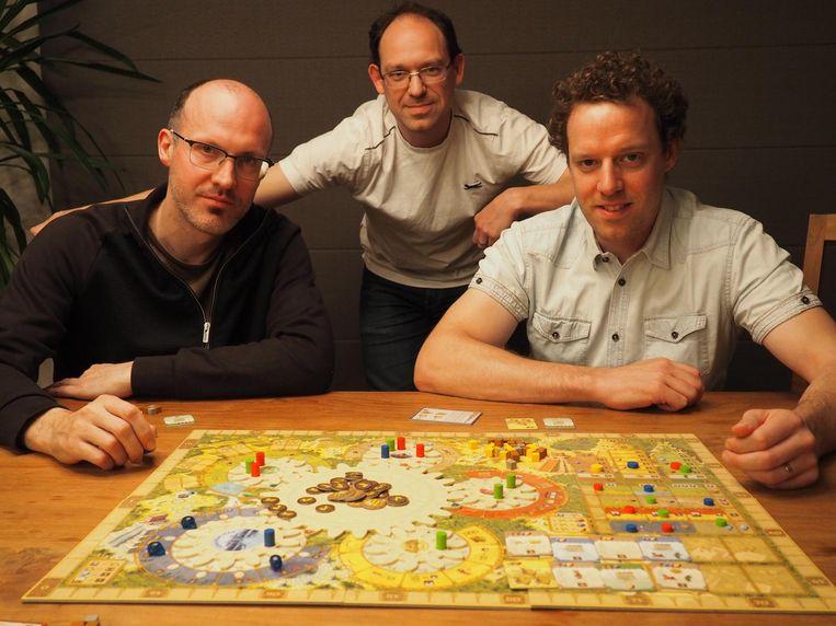 David Op de Beeck, Luk Van Lokeren en Karl Stroobants bij een spelletje Tzolk'In.