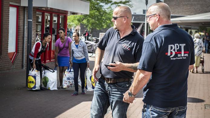 Harry Siemers en Aldert van het buurtpreventieteam.
