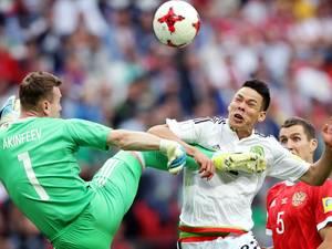 PSV juicht mee als Lozano scoort