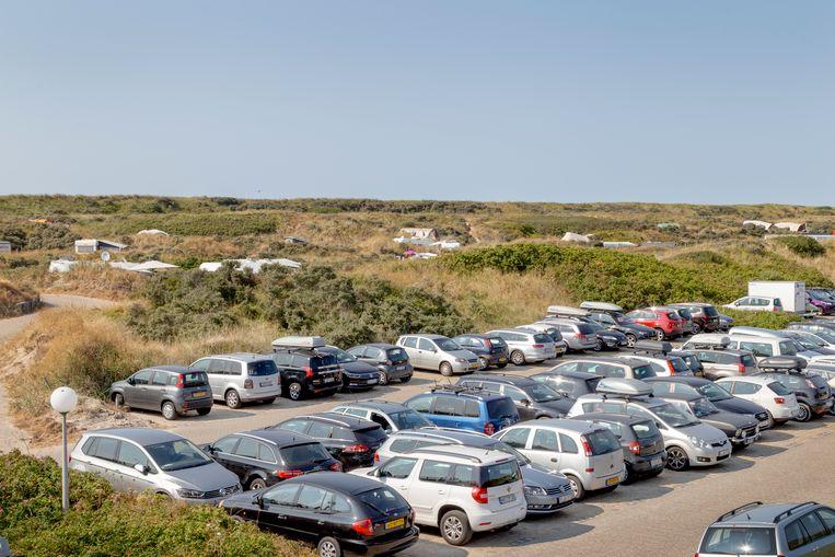 Camping en parkeerplaats aan het strand bij De Koog.  Beeld Pauline Niks