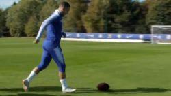 Collega's kunnen aardig met football overweg, maar wat Eden Hazard doet is briljant