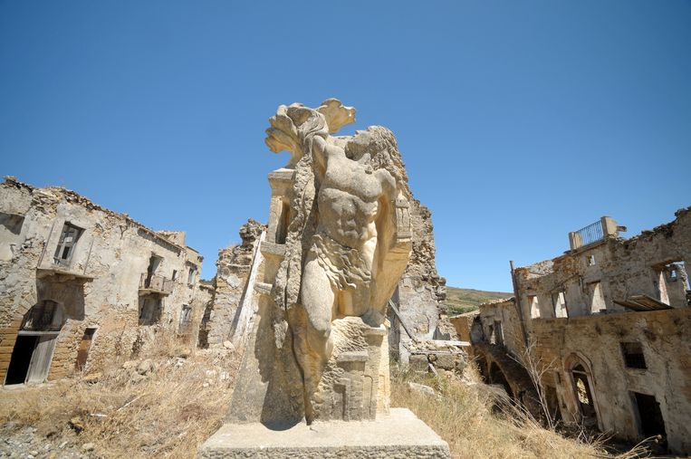 In 1968 sloeg het noodlot toe in Poggioreale op Sicilië