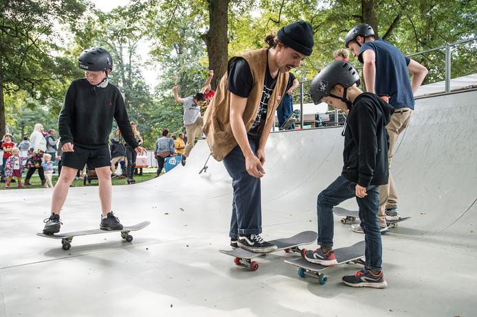 Skateboardles voor de jeugd.