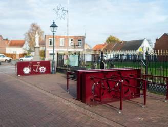 Gemeente plaatst 36 tijdelijke fietstenstallingen voor de leerlingen van de Dorpsschool in Vremde