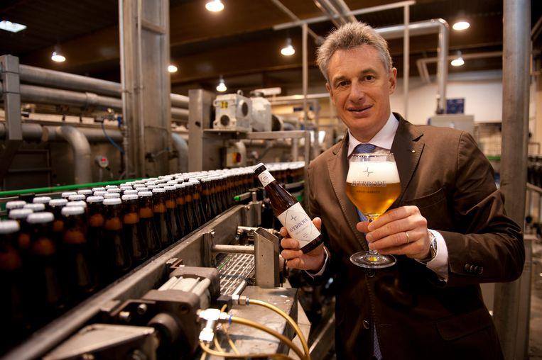 Arciefbeeld: CEO Alain De Laet aan de bottellijn voor het nieuwe Averbode-abdijbier dat in Huyghe in Melle wordt gebrouwen.