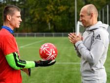 Keeper Bernd uit Uden stopt vier van de tien penalty's van idool Arjen Robben