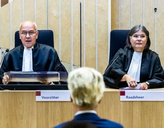 Geert Wilders in het gerechtshof, waar het hof uitspraak doet in het minder-Marokkanen-proces.