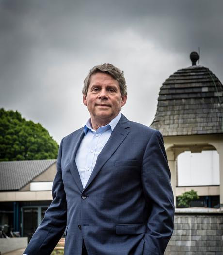 Hennie Brons, roerganger ouderenzorg in Roosendaal, gaat zelf met pensioen.  Wat heeft hij in 31 jaar bereikt?