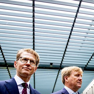 Minister Dekker tijdens bezoek aan Pieter Baan: 'Elk incident is oefening in zelfbeheersing'
