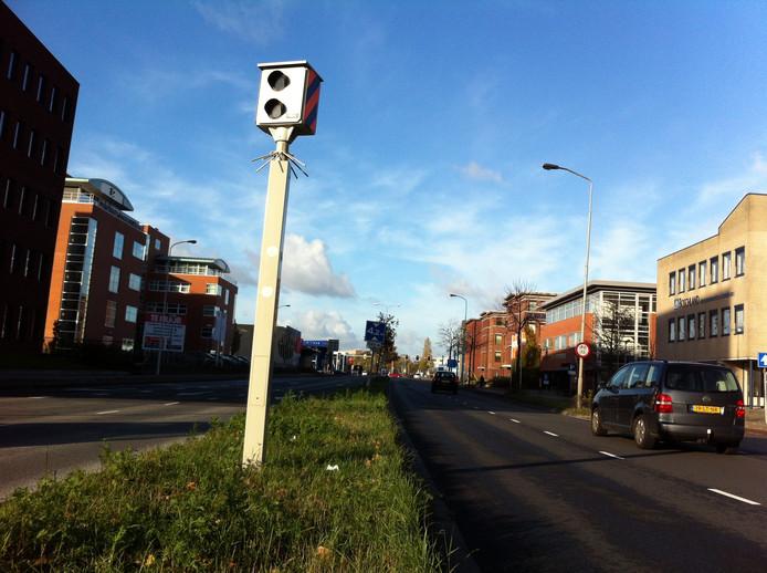 De flitspaal op de kruising Keesomstraat-Galvanistraat in Ede is al digitaal en blijft. Foto: DG