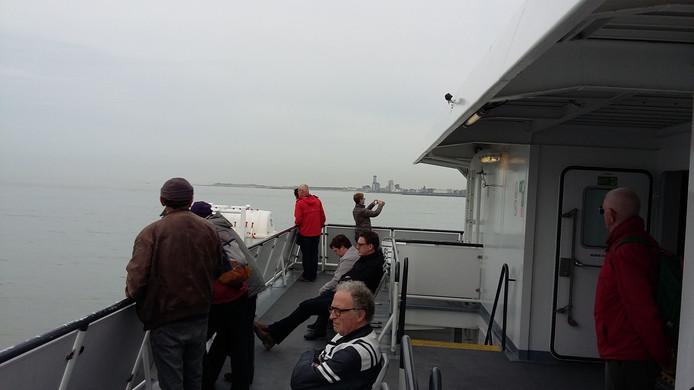 Passagiers aan boord van de veerboot tussen Vlissingen en Breskens.