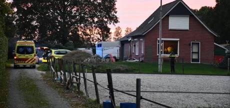 'Kind zwaargewond nadat het onder paardentrailer in Daarlerveen terechtkomt'