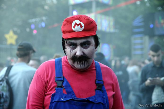 Ook deze enge Mario kon je tegenkomen tijdens een bezoek aan Walibi.