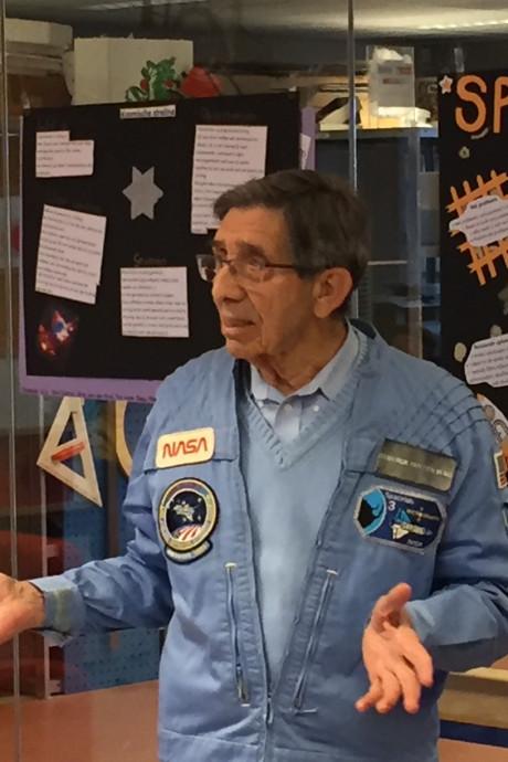 Astronaut Lodewijk van den Berg bezoekt Lodewijk College