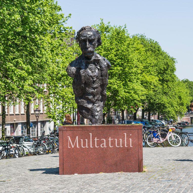 Standbeeld van Multatuli Beeld Tammy van Nerum