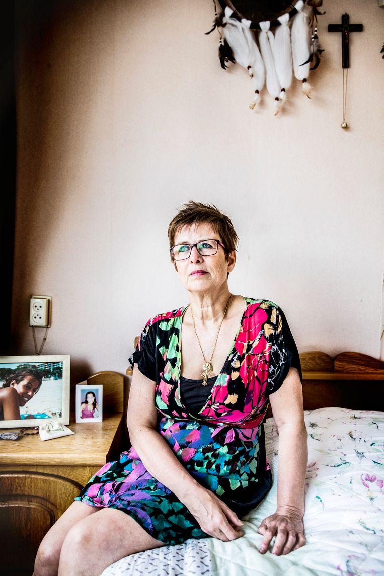 Moeder Marion van dochter Jessica van Room. De politie concludeerde zelfmoord, haar familie weigert zich hierbij neer te leggen. Beeld Aurélie Geurts