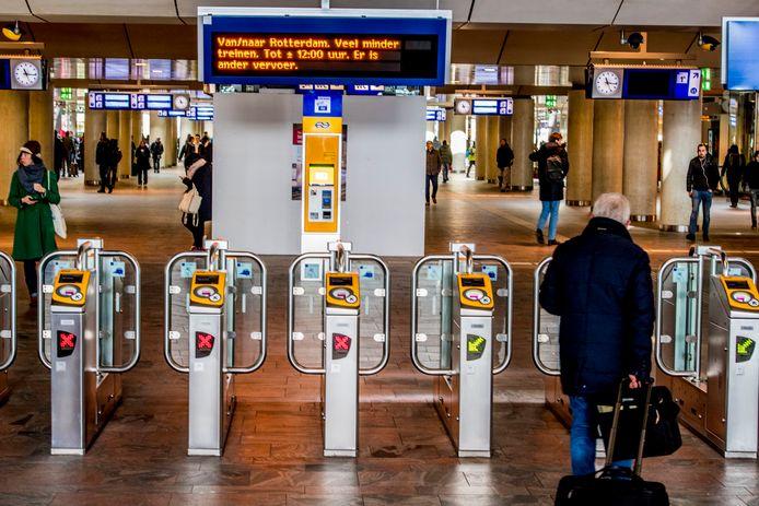 Op snapchat, populair onder jongeren, is opgeroepen om zaterdag te plunderen bij Rotterdam Centraal Station.