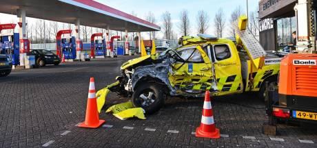 Dit autowrak staat morgen ter bewustwording langs de A28 bij Staphorst
