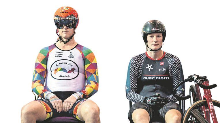 Links zit transvrouw Rachel McKinnon (Can.), rechts Amber Walsh (Aus.) voor de finale van de sprintkampioenschappen voor 35-39-jarige vrouwen in Manchester. McKinnon won. Beeld AFP
