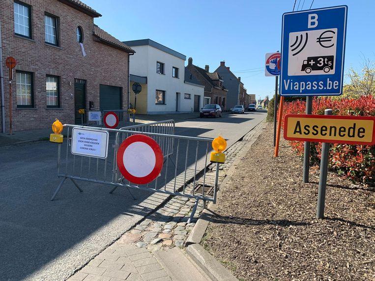 In Assenede worden hekken geplaatst, en is er ook regelmatig politiecontrole.