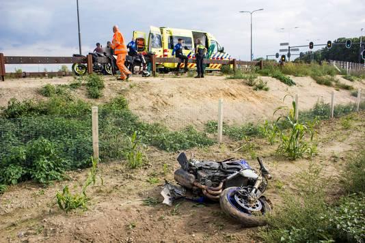 De motor van de motorrijder die zaterdagmiddag bij Ellecom van de weg raakte moet als verloren worden beschouwd.