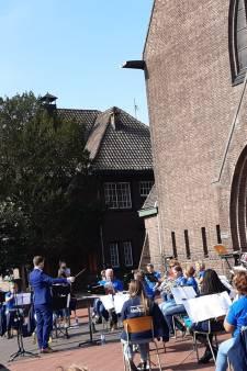 Eerste koffieconcert Fanfare Heikant in het zonnetje
