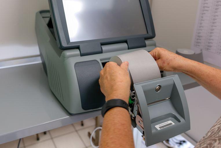 Elke stemcomputer krijgt een nieuwe rol papier.