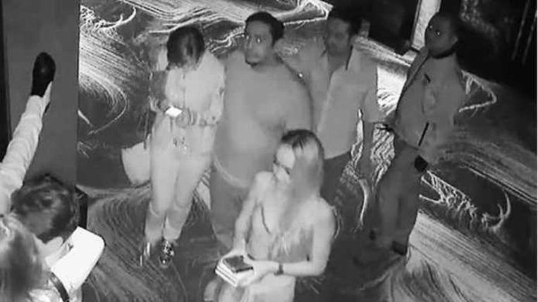 Ivana's hoofd is nog net linksonder in beeld te zien. Ze ligt in de armen van zakenman Alexander Johnson. De twee worden gevolgd door diens echtgenote, Luna, en enkele vrienden.