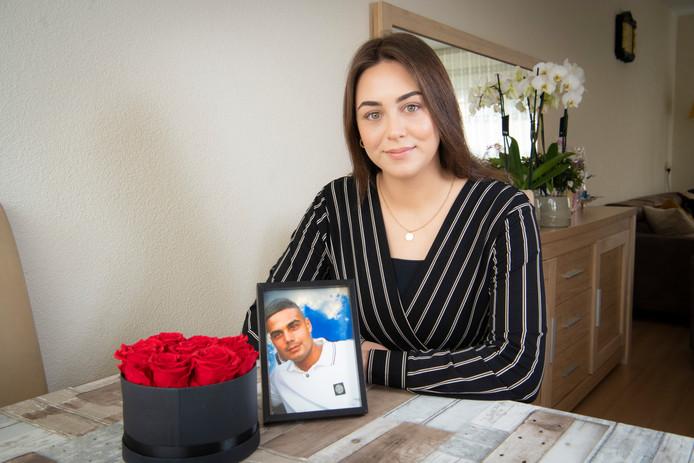 Sema Dogan, zusje van de verongelukte voetballer Ömer uit Apeldoorn.