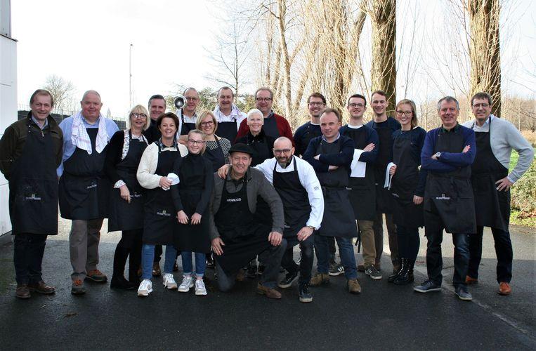 Het kook- en bedieningsteam van serviceclub Rotary Lokeren.