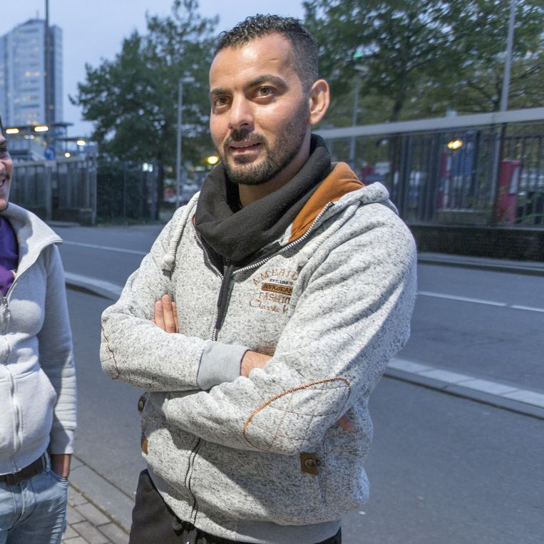 Milad en Ramzy dolen door Utrecht, in afwachting van hun volgend gesprek met de IND. Hoeveel dagen, weken of maanden dat nog kan duren is onbekend. Beeld Herman Engbers