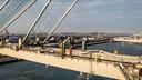 Werknemer op een kraan van een overslagbedrijf op de Maasvlakte.