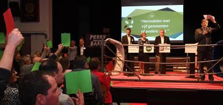 Lijsttrekkers in de boksring onder leiding van Ferry Mingelen